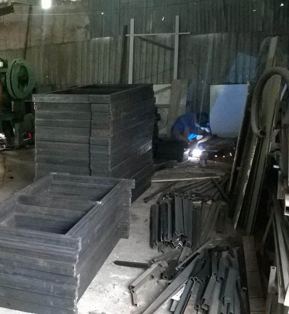 sản xuất bàn cắt vải T&T