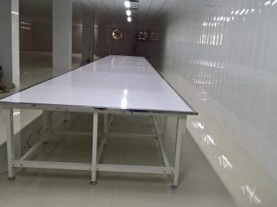 Mặt bàn cắt vải