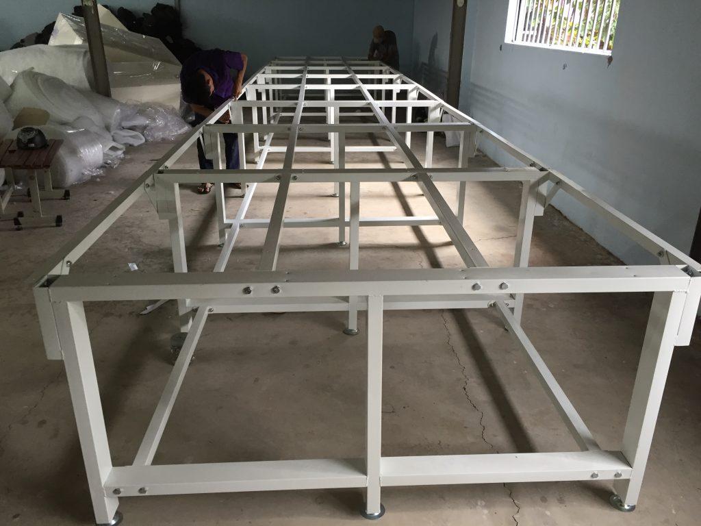 khung bàn cắt vải cho xưởng may