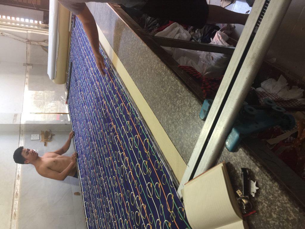 mặt bàn cắt vải bằng đá hoa cương