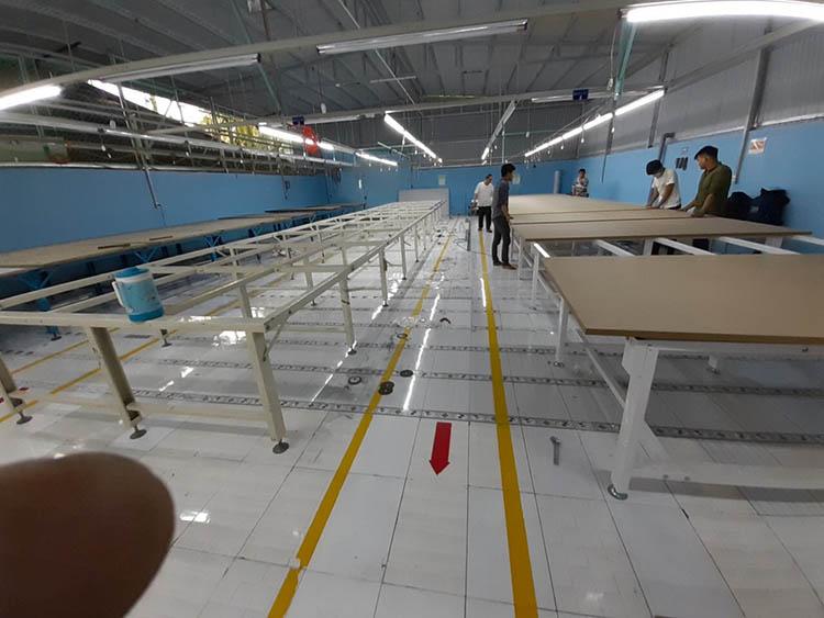 Đóng bàn cắt vải công nghiệp ở đâu giá tốt?